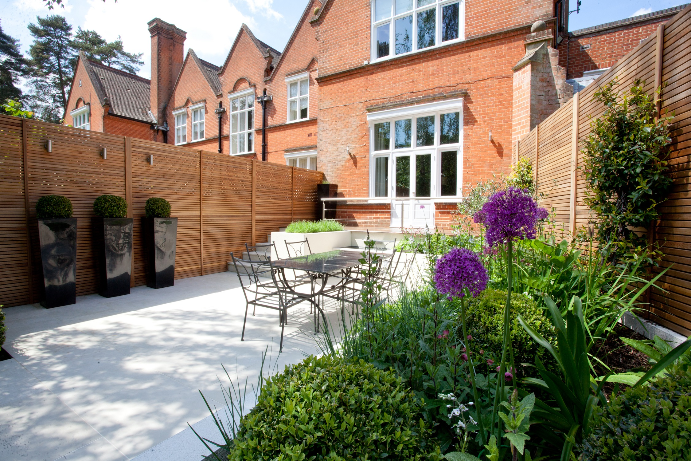 Terrace house berkshire helen sales garden design - Garden design terraced house ...